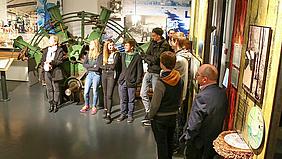 Ein Papierstapel im Papiermuseum in Bergisch Gladbach.