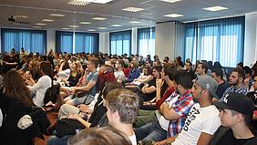 Teilnehmer bei der Projektpräsentation