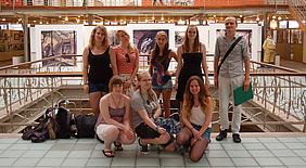Schülerinnen und Schüler im Brüsseler Comic Museum